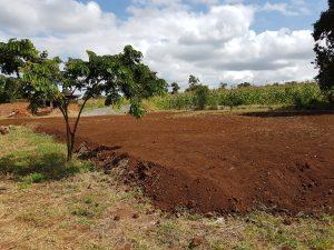 Bollplan skapas av överblivna jordmassor från bygget